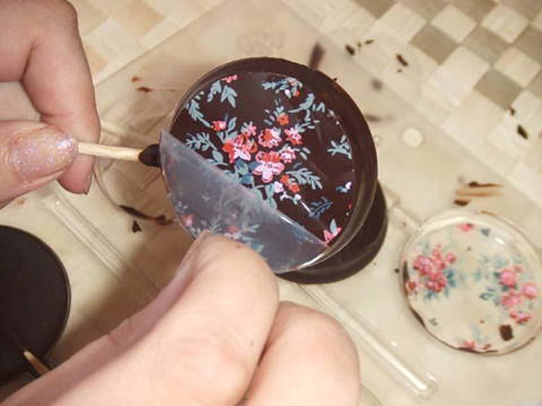 Como funcionam os transfers de chocolate